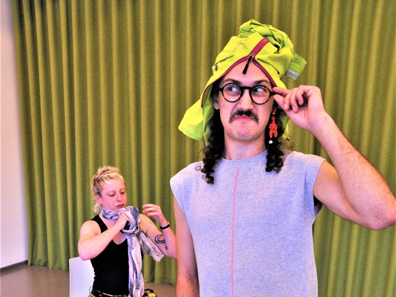 Dex Grodner in Yankl and der Beanstalk rehearsaks